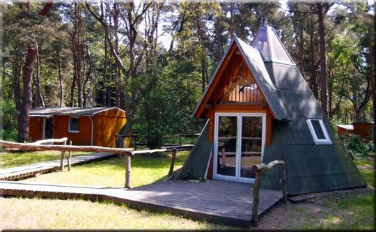 """Dieses außergewöhnliche Ferienhaus im Stil eines """"Tipi"""" hat es uns besonders angetan im """"Ferienpark Heidehof""""!"""
