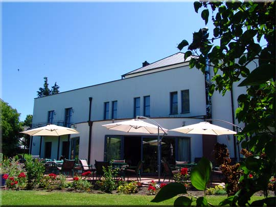 Sonnenterrasse des Hotel-Restaurants Zur Alten Schmiede - Pggenhof - Schaprode - West-Rügen